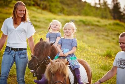 Riding, ridning, ponnyriding, ponnyridning, Golsfjellet, Hallingdal, Gol, Valdres, Hemsedal. Storefjell hestesenter. Foto: Cathrine Dokken, Storefjell.