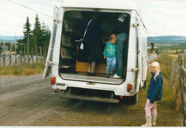 Matbilen til Venås leverte matvarer på Golsfjellet frem til midten av åttitallet. Bildet er fra ca 1986.