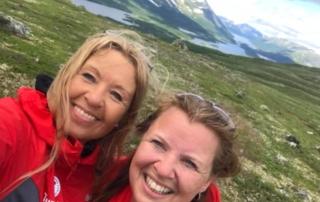 Siri Sletthei Rustad og Birgit Sandin Vildalen på Grønnsenknippa under DNT turen 2020